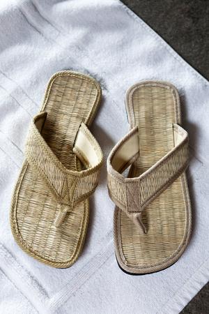 sandal: sandalia de la armadura en la alfombra
