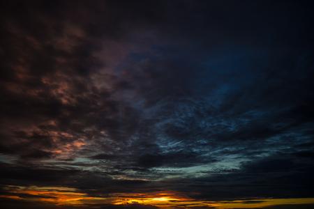 美しい雲と夕方の空