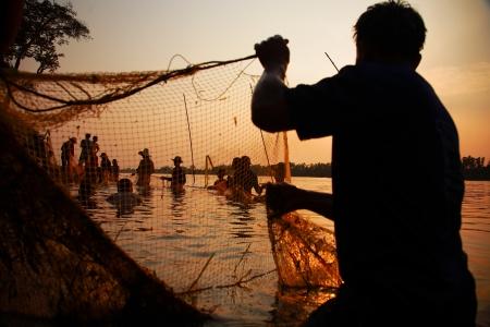 redes pesca: red de pesca en la puesta de sol