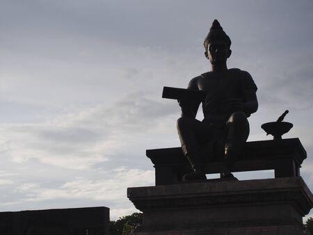 SUKHOTHAI TAJLANDIA-03 SIERPIEŃ 2019: Król Ramkhamhaeng Wielki Pomnik w Parku Historycznym Sukhothai. Publikacyjne