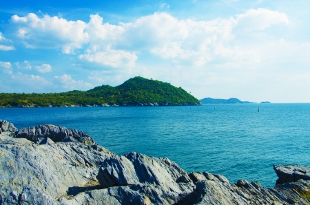 View of front cliff Ko Si Chang , Thailand Stock Photo - 17013389