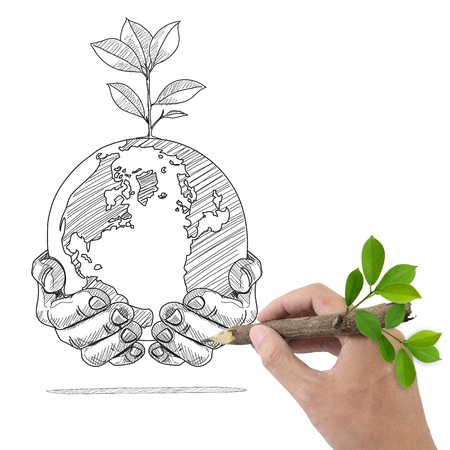 medio ambiente: Mano masculina Globo de dibujo y las plantas en las manos