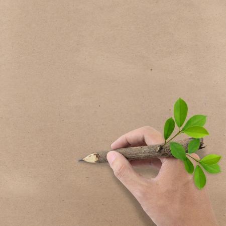 reciclar basura: Dibujo a mano masculina en papel reciclado Brown Foto de archivo