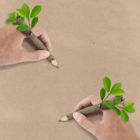 basura organica: Dos Hombres dibujo a mano en papel reciclado Brown Foto de archivo
