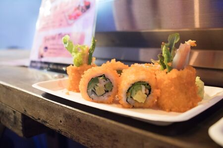 Sushi roll On a white plate in a restaurant,Japanese food 版權商用圖片