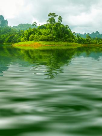 Mooie oppervlakte Rippled water en natuur achtergrond Stockfoto