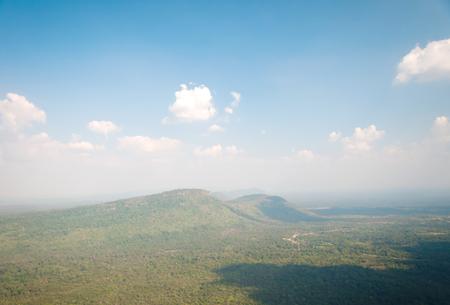 atmosfera: refrescante atm�sfera brillante amanecer en la cima de la colina