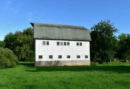wisconsin: White barn in rural Wisconsin on a sunny summer day