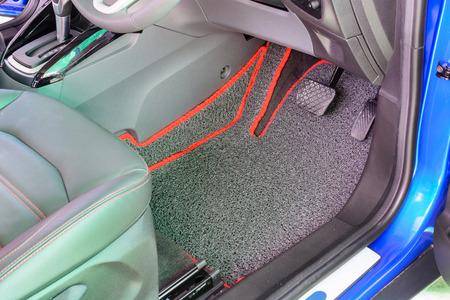 車にふさわしいグレー ビニール車のマット 写真素材