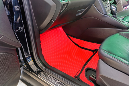 fitting in: Red car mat fitting in car