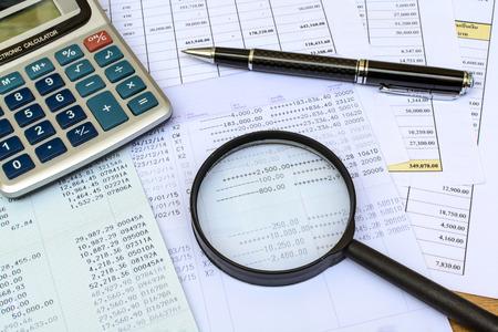 デスク オフィス ビジネス財務会計を計算します。