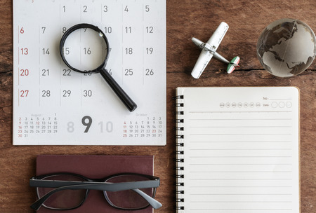 Open agenda en kalender met paspoort, Travel planning Stockfoto