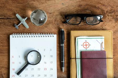 calendrier: journal, carte et calendrier avec passeport, la planification Voyage