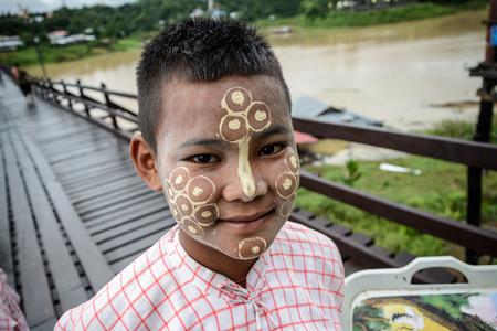 thanaka: Sangklaburi, Thailand - September 18,2015: Unidentified young asian boy with thanaka powder on face of this mon identity at Mon village in Sangklaburi,Thailand. Editorial
