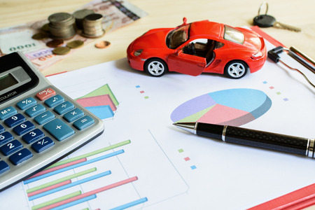 impuestos: Car expenses calculate with notes and toy car