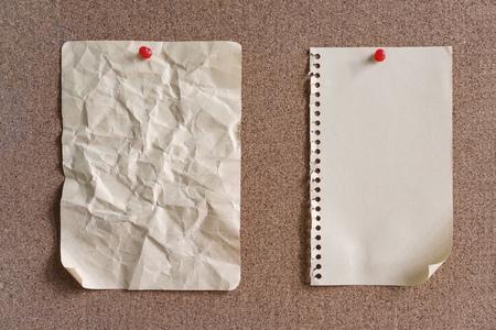 pinning: Blank Paper on cork notice board