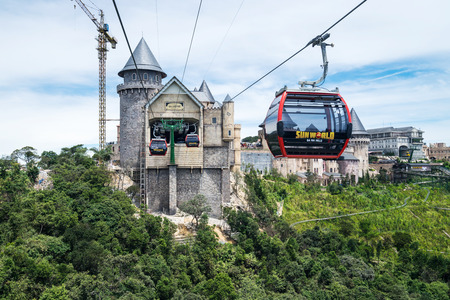 Danang, Vietnam - June 21, 2017: Aerial view of Ba Na Hills Mountain Resort with The longest non-stop single track cable car is 5,801 m (19.032 ft) in Ba Na Hills, Da Nang City, Vietnam 新聞圖片