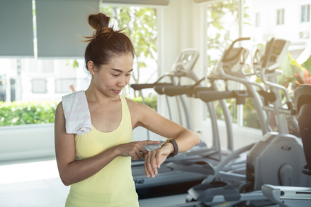 Young asian woman using smart watch in gym, Fitness, training lifestyle concept Zdjęcie Seryjne