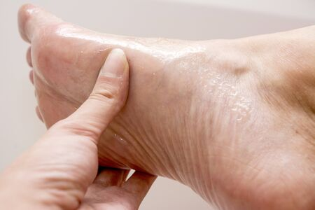 Antibacterial honey scrub for removing the dead tissue from the skin of your feet