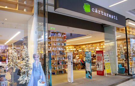 19 December 2019-Bucharest, Romania. The famous book and crafts shop Carturesti. 新聞圖片