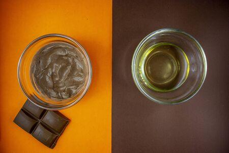 Diy chocolate face mask with cream and honey foor a hidrating detox effect 版權商用圖片