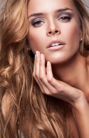 Vogue stijl portret van mooie delicate vrouw