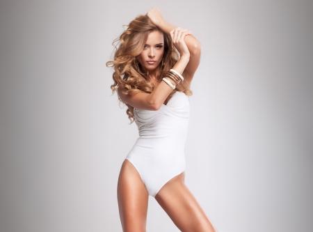 mujer sexy: Hermosa mujer rubia atractiva en traje de baño Foto de archivo