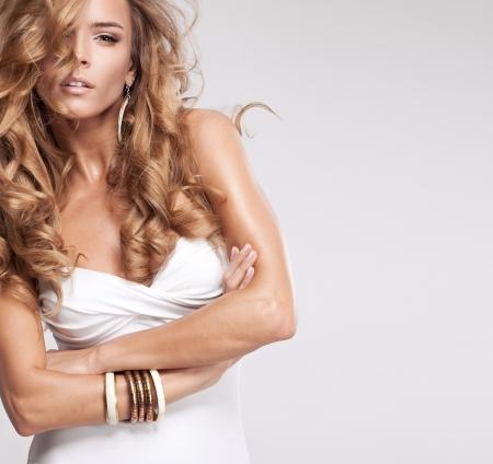 femme blonde: Femme séduisante en maillot de bain