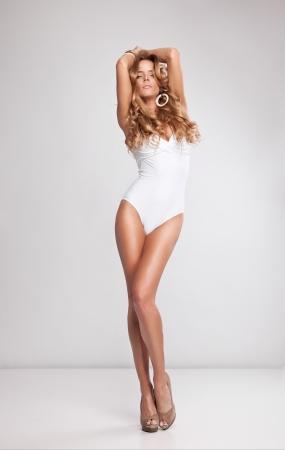 sexy beine: Portrait of beautiful frau gestalten