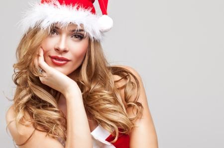 sexy santa m�dchen: Sch�ne gl�ckliche Frau in Santa Claus Kleidung