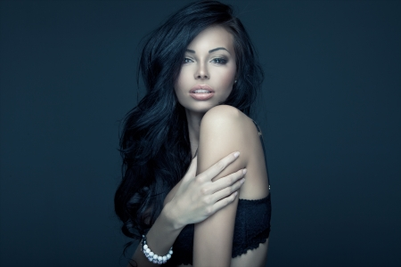 fille sexy: Portrait d'une femme brune Banque d'images