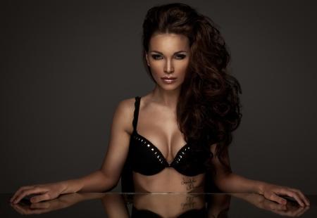 labios sexy: Retrato de mujer hermosa morena Foto de archivo