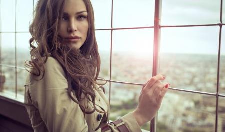 fashion: Mujer atractiva con ojos hermosos