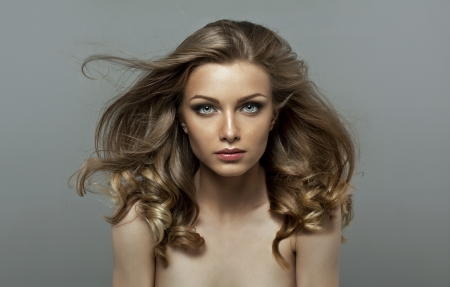 love blow: Natural girl with natural make up. Make up for every woman