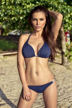 morena sexy: Sexy morena en traje de ba�o