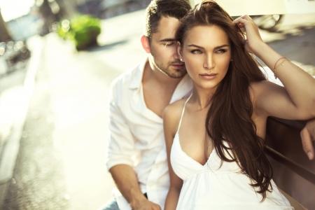 Jeune couple amoureux Banque d'images - 21825659