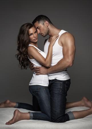 young couple sex: Чувственный пара в постели Фото со стока