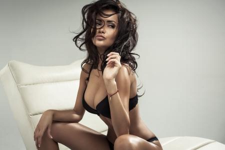 labios sexy: Retrato de la morena sexy Foto de archivo