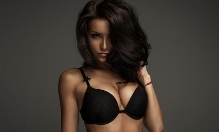 femme noir sexy: Mod�le de mode avec des yeux incroyables Banque d'images