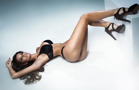 happy rich woman: Giovane donna con il corpo molto sexy