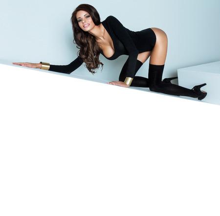 Photo de femme heureuse dans des vêtements noirs Banque d'images - 24143028