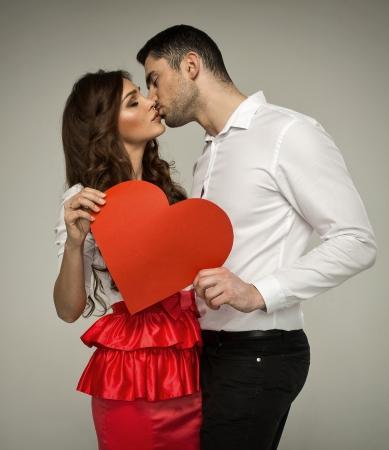 besos apasionados: Sexy pareja bes�ndose