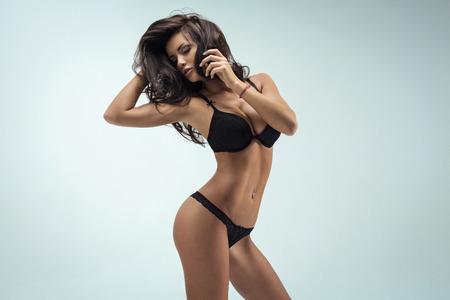 culo donna: Donna sensuale posa