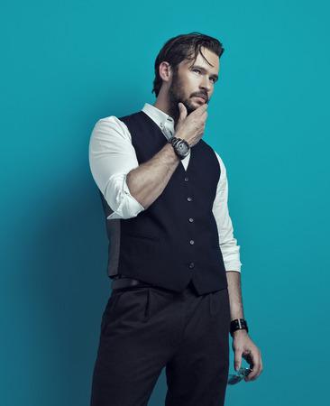 modelo: Hermoso hombre el pensamiento