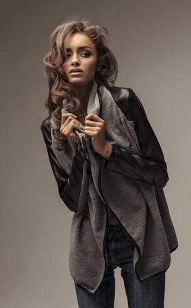 capelli biondi: Sensual modello in posa