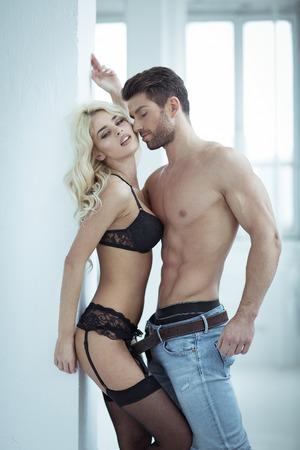 erotico: Sexy giovane coppia