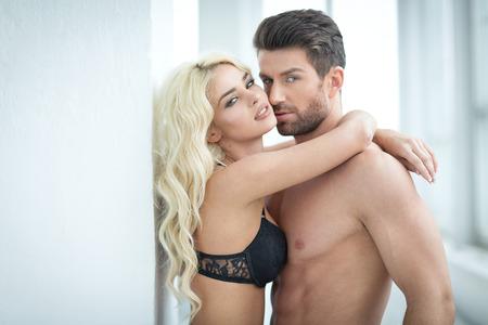 nude young: Молодая пара в любви