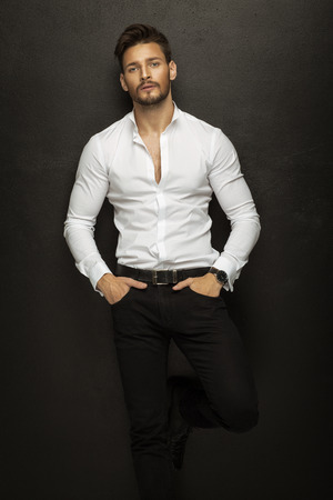 beau jeune homme: Beau mannequin Banque d'images