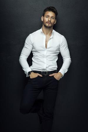 hombres guapos: Apuesto modelo de moda