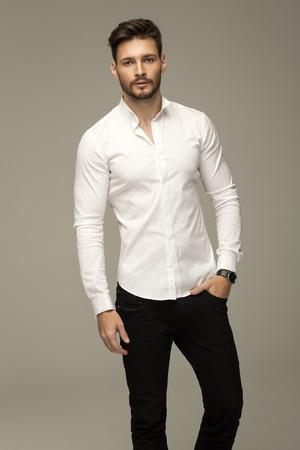 modelos masculinos: Retrato de hombre guapo